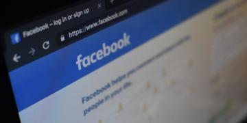 Por preferir a empleados migrantes sobre estadounidenses, Gobierno de EU demanda a Facebook 3