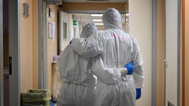 """""""Estamos hartos de tanta estupidez de la gente incrédula, indiferente"""": médicos de Toluca lamentan muerte por Covid de su colega Juan Sánchez Mejía 1"""