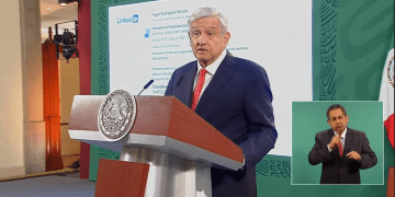 """""""Mi pecho no es bodega"""": AMLO al exhibir currículum de director de Twitter México. Así responde la red social 12"""