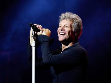 Jon Bon Jovi, considerado una de las figuras más influyentes de la música, está cumpliendo 59 años 14
