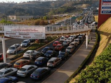 Filas interminables de autos en el primer día de vacunación en Atizapán de Zaragoza 8
