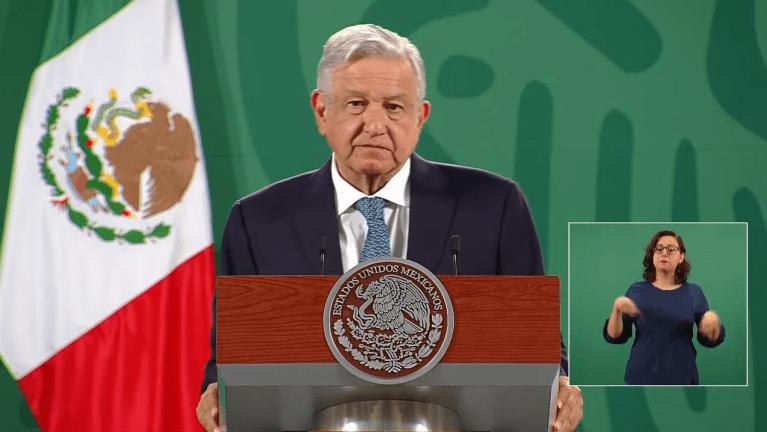 AMLO celebra fusión de Televisa y Univision 1