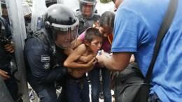 niño de la caravana de hondureños