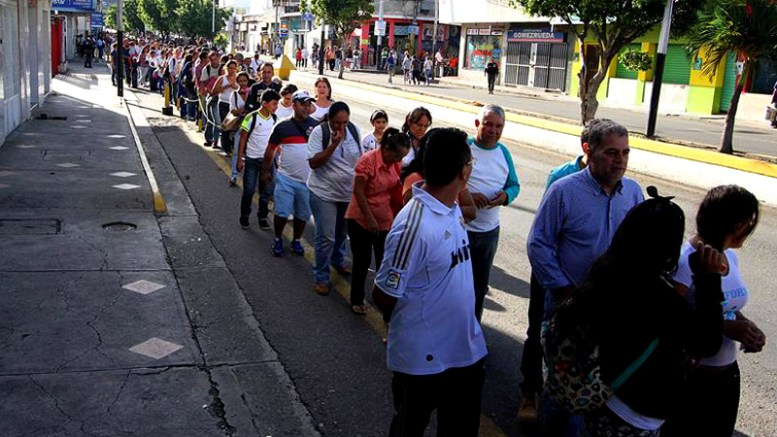 venezolanos-comprando-en-cucuta