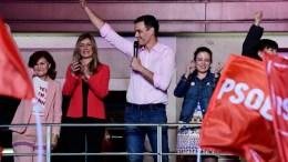 Pedro Sánchez celebra en Ferraz