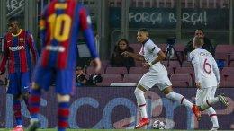 Kylian Mbappé marca 3 goles en su primera visita al Camp Nou