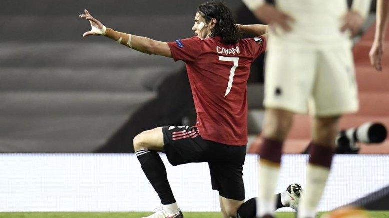 Cavani celebra gol ante la Roma
