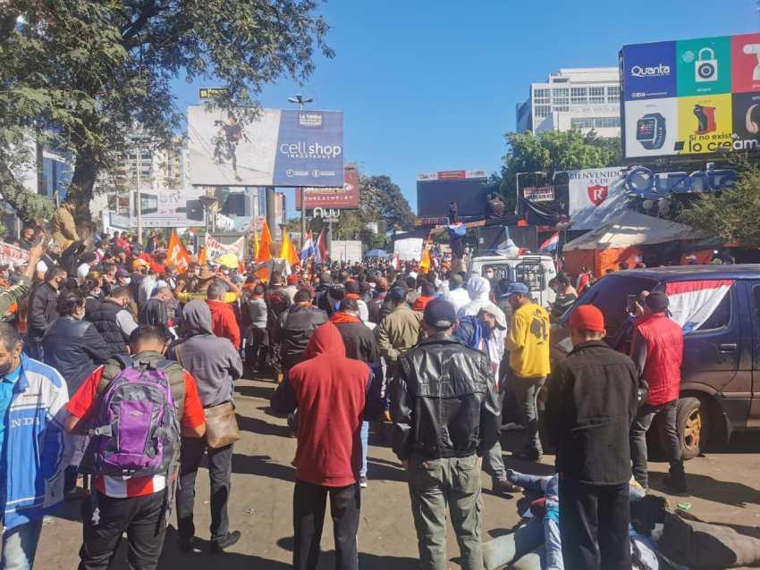 Manifestación en el centro de Ciudad del Este