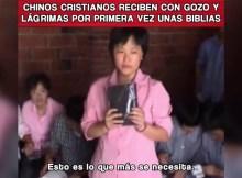 cristianos chinos lloran de emoción al recibir biblias