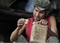a8bfce1b35b25b98e185785e8a683747 - Un chino lleva 42 años bebiendo a diario gasolina porque es bueno para la salud