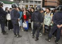 8462850dbb62c4bd159ee1ad55df6950 - Desalojan a últimos grupos de ''indignados'' de Puerta del Sol