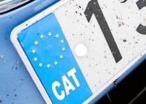 bd9435f235cb4005045f2e6c43e9346a - Multa por llevar el distintivo CAT en la matrícula