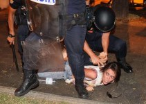 c07bdbd398dd4ac563358e095fc5d2e0 - Violencia policial contra el 15M frente al Ministerio del Interior