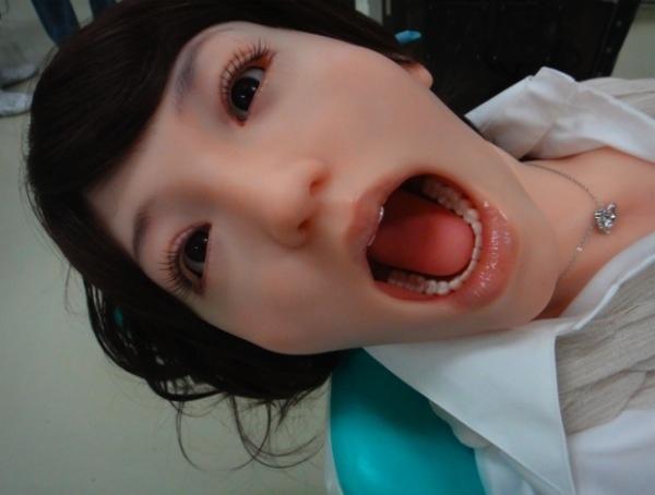 Cuando se preparaba para practicar una cirugía bucal a una paciente, un joven dentista optó por introducir su pene en su boca; el médico ha sido detenido por la policía de Shanghai