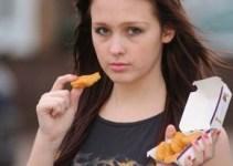 03c6551b3ff419ffda8a75dcabbc3b55 - 15 años comiendo nuggets y papas fritas la ponen al borde la muerte