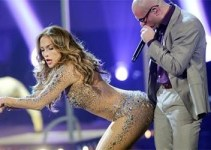 06a4f116c9bda1f067a7beb4d045632d - Pitbull se empalma con Jennifer Lopez