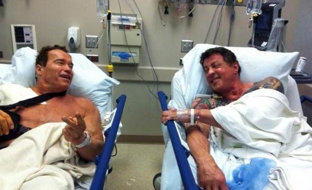 Arnold Schwarzenegger y Sylvester Stallone juntos en el hospital