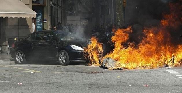 9217346f41a5b7e8e45bd1d2bf97a850 - Las protestas de los estudiantes en Barcelona acaban en cargas de los Mossos