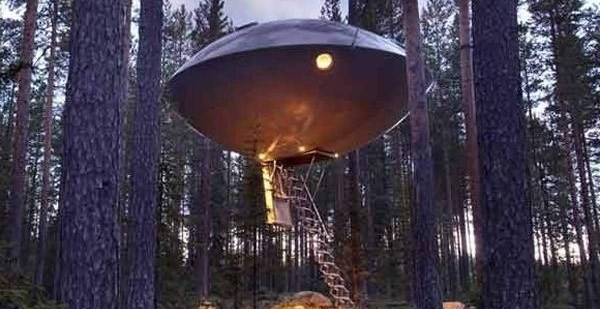 00b0509e404d3662ded8b61760745963 - Es posible dormir en un ovni en medio del bosque