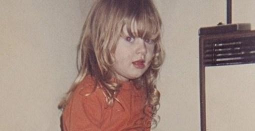 68872c90030d4bee6f3b00fcc8409c91 - Adele a los cuatro años