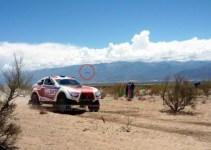 c0e773e65f8953e5bbcd93f7e592444a - Aseguran haber visto un OVNI durante una carrera del Dakar