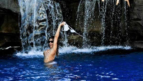 dbefe6574c310a2caed0f569f67e13e2 - Las sensuales fotos de Rihanna en hawai