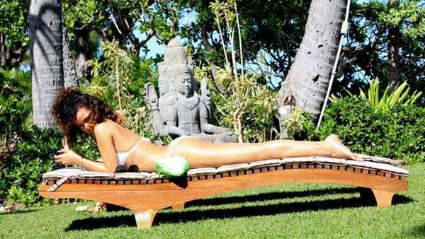 rihanna8 1 - Las sensuales fotos de Rihanna en hawai