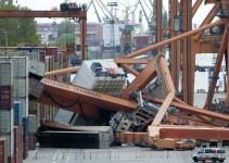 677482e376ddff1baa49981c1fb14240 - Un ferry destruye un puerto