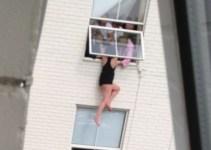 e78b6e4955151aa3823cbab8d711db2b - Momento de infarto: una mujer es salvada por sus amigos después de amenazar con saltar