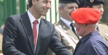 """8c4cc49904ef81fc0e3a162fb1ec1ad2 - El 'popular' Ignacio Diego, tras jurar """"por Dios"""" proteger a la Constitución, al Rey y dar su vida por España, saludó a un falangista de uniforme"""