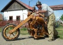 b5027d0102a4a8048d6c376341ca6705 - Moto construida completamente de madera
