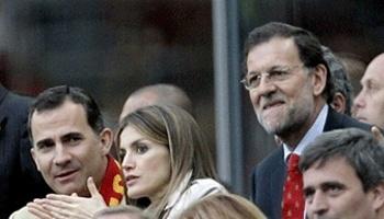 Los príncipes de Asturias, don Felipe y doña Letizia, junto a Mariano Rajoy en el primer partido de España de la Eurocopa 2012