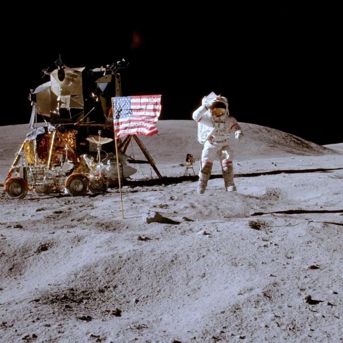 cb8a6a7181b791c9ee7b93a30025859d - Las Banderas que dejaron las misiones Apolo siguen en pie en la Luna