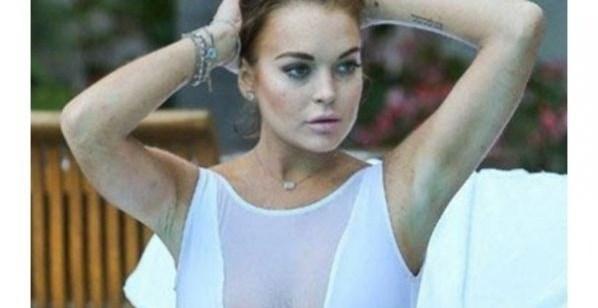 2a937451d4e09c310617893390bea345 - El traje de baño de Lindsay Lohan dio mucho que hablar