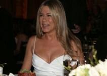 3300917a993c70dd1602b786d83c73ae - Sorprenden a Jennifer Aniston sin sujetador en un set de filmación