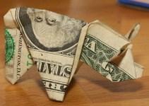 de22ba29164cd345f1525b433b4de729 - Conductor paga multa con 137 billetes en forma de cerdo