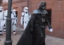 50887330165ed489421f0085838f09d5 - #Video Darth Vader trata de asaltar la sede del Ministerio de Justicia de Ucrania