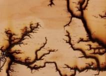 1f6dd5aa012fb4885c61f13c14c08e27 - #Vídeo Lo que pasa cuando conectamos 15 000 voltios a un tablón de madera