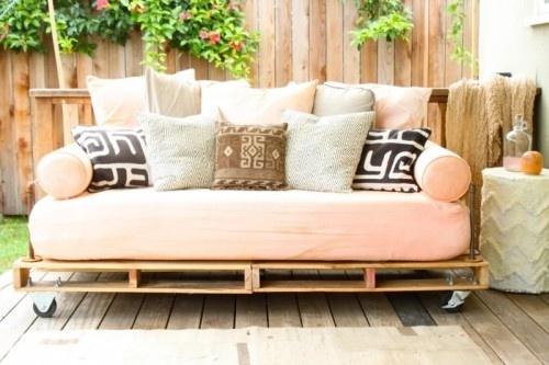 Sofa hecho con palets