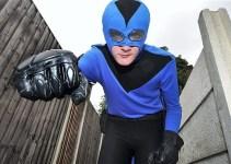 76a362b0e635f2bd7b84d5e7290d087b - Superhéroe de la vida real cuelga capa y máscara despues de haber recibido una paliza de los malos