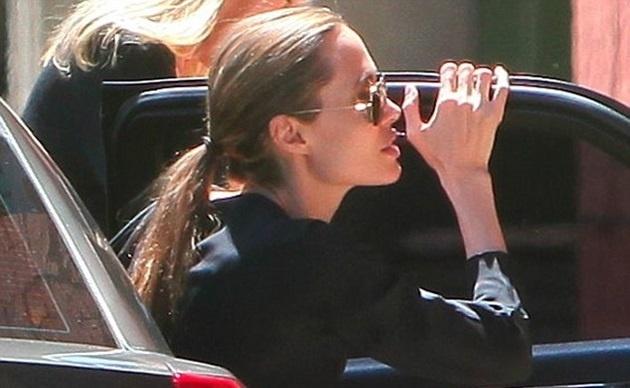 5dcac9cd94a93dad01736d5e488c11d9 - Una vez más la delgadez de Angelina Jolie causa polémica en la prensa rosa