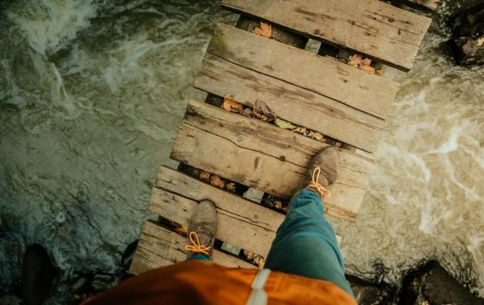 puente 10 300x189 - Los 10 puentes  peligrosos e increíbles del mundo