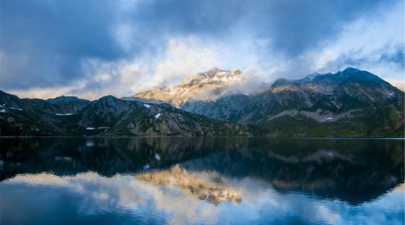 Paisaje nube en el monte