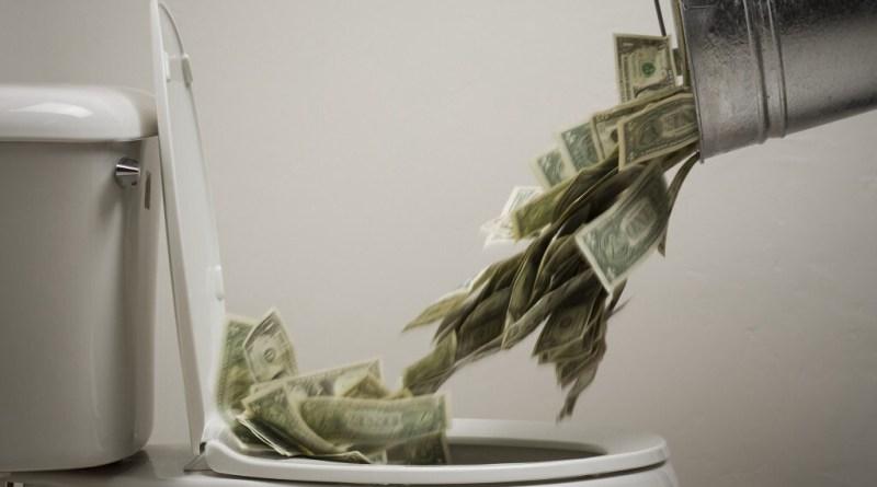 Dinero al water