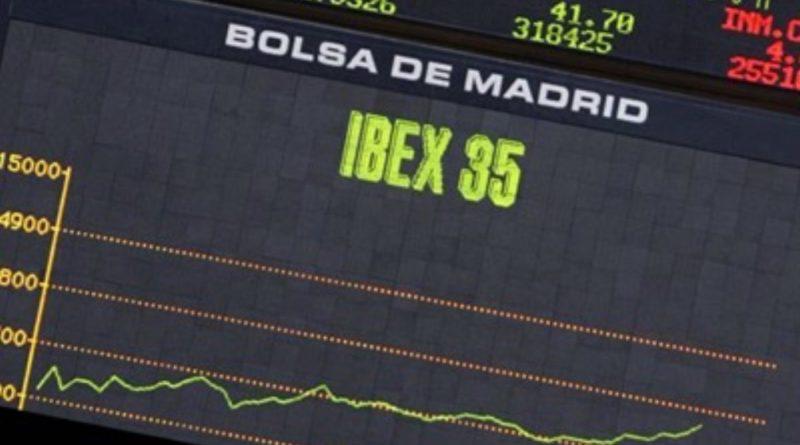 El Ibex 35 continúa sin ánimos y cierra casi plano