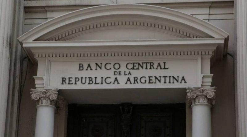 Argentina sube los tipos de interés al 45%