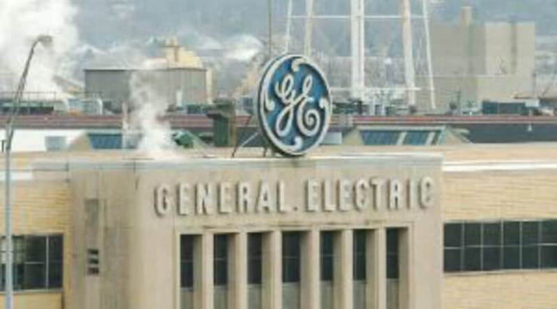 General Electric pierde 20.342 millones y recorta el dividendo