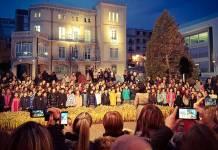 Imagen del Ayuntamiento de Arnedo del acto para descubrir la señal que acredita a Arnedo como Ciudad Amiga de la Infancia