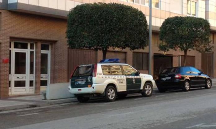 Vehículos de Guardia Civil en un operativo policial en Arnedo