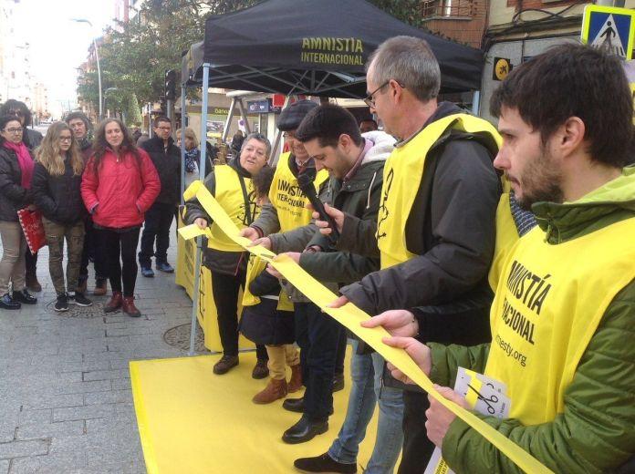 Imagen publicada en el Twitter de Amnistía en La Rioja del acto de esta mañana en Arnedo